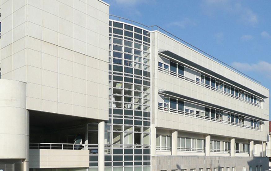 Centru spitalicesc la Pontarlier - imagine exterioară
